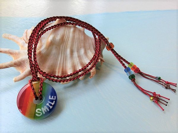 2.8 Rainbow ネックレス(レッド×ブラウンストラップ)